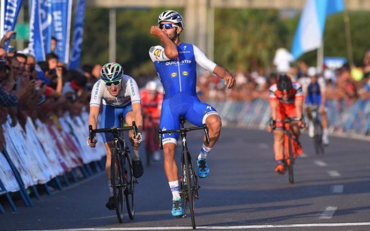 el ciclista colombiano fernando gaviria del equipo quickstepm se impuso con autoridad en la primera etapa y es el primer lder de la vuelta algarve en
